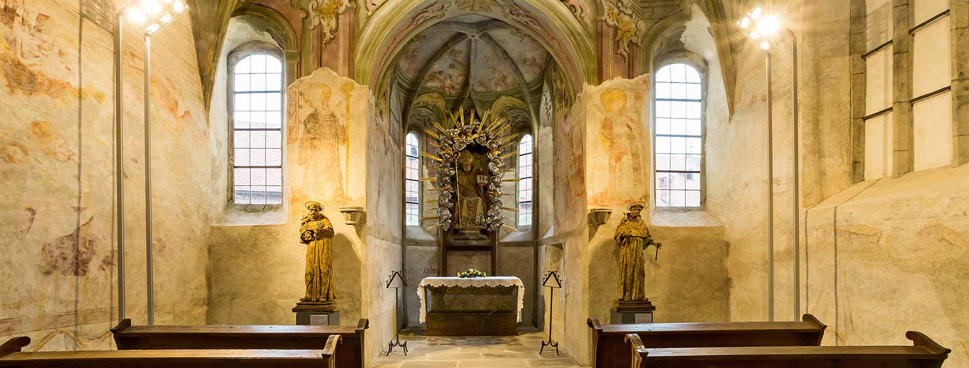 Life and art in Krumlov monasteries